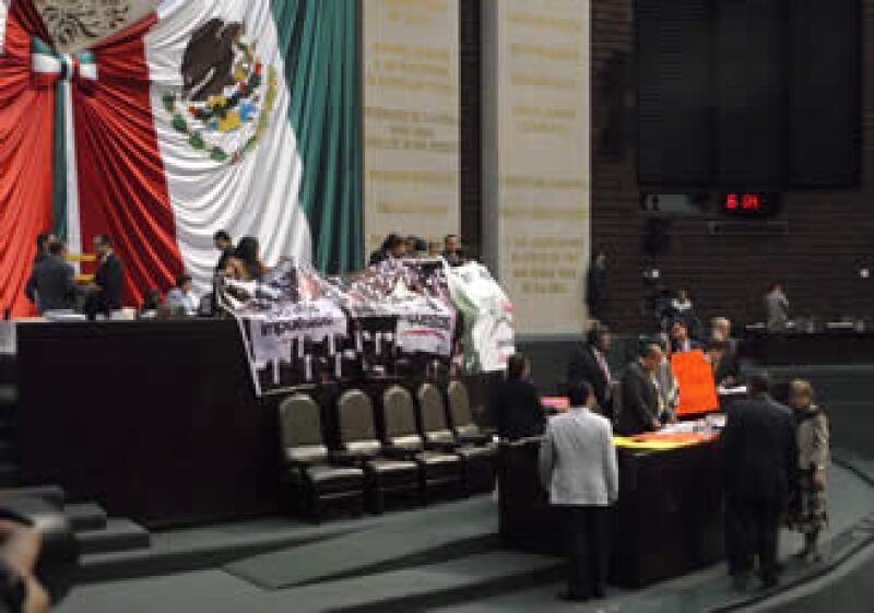 El PT tomó la tribuna al inicio de la sesión para discutir la Ley de Ingresos. (Foto: Notimex)
