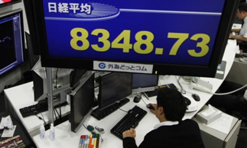 La baja de calificación mantendrá la atención del mercado en las subastas. (Foto: Reuters)
