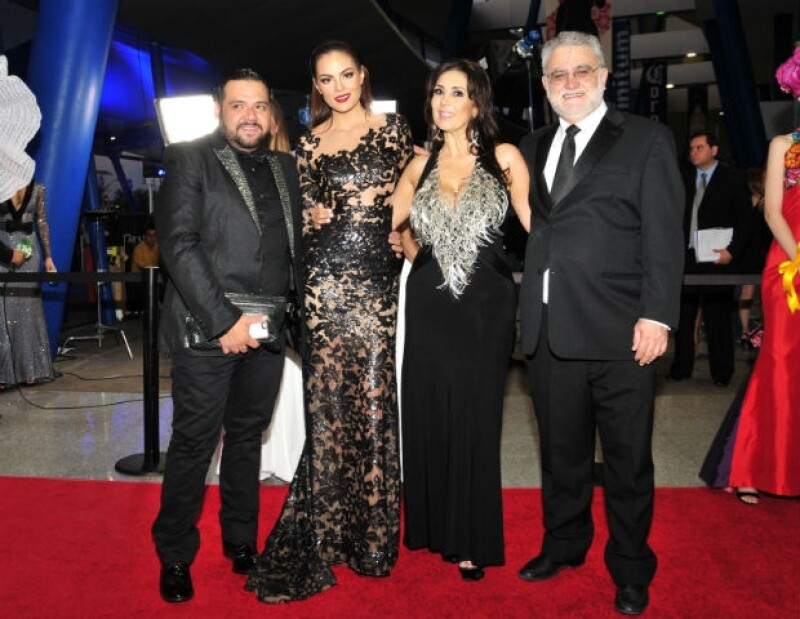 Como profeta en su tierra, la ex Miss Universo hizo gala de su belleza al mostrarse sensual y robando miradas en la máxima fiesta del cine tapatío.