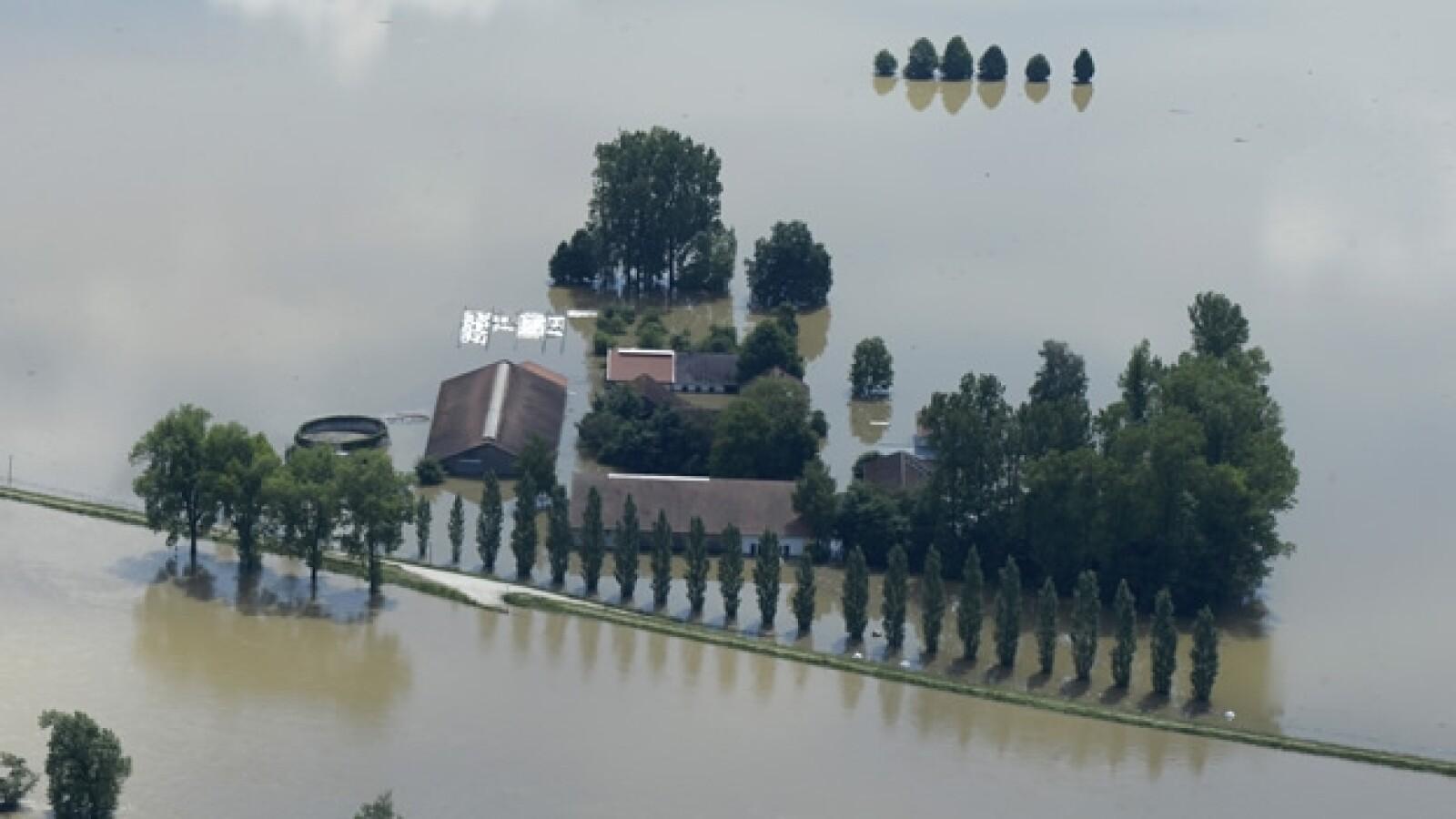 vista aerea de ciudad deggendorf  inundada