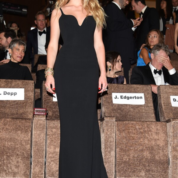 Para la premiere de `Black Mass´, Amber Heard optó por un vestido que dejó a todos boquiabiertos de Stella McCartney spring 2016. Usó joyas de Bulgari y sandalias de Christian Louboutin.