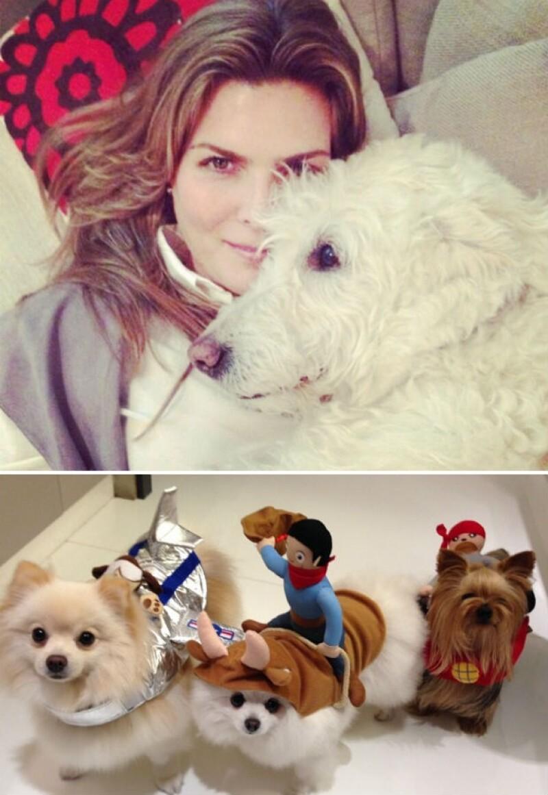 Montserrat con Mati y sus pequeños perritos fashionistas.