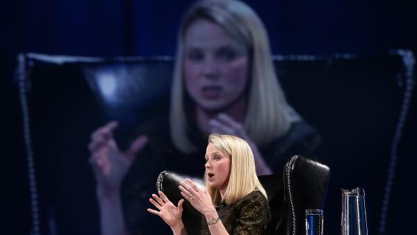 La CEO de Yahoo se encuentra en problemas por no poder hacer rentable el negocio.