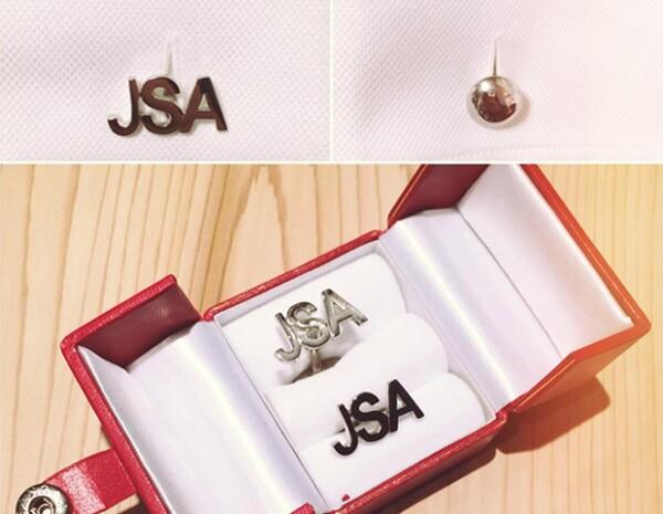 La firma de joyería Volü crea mancuernillas con las iniciales de tu papá en plata y chapa de oro.