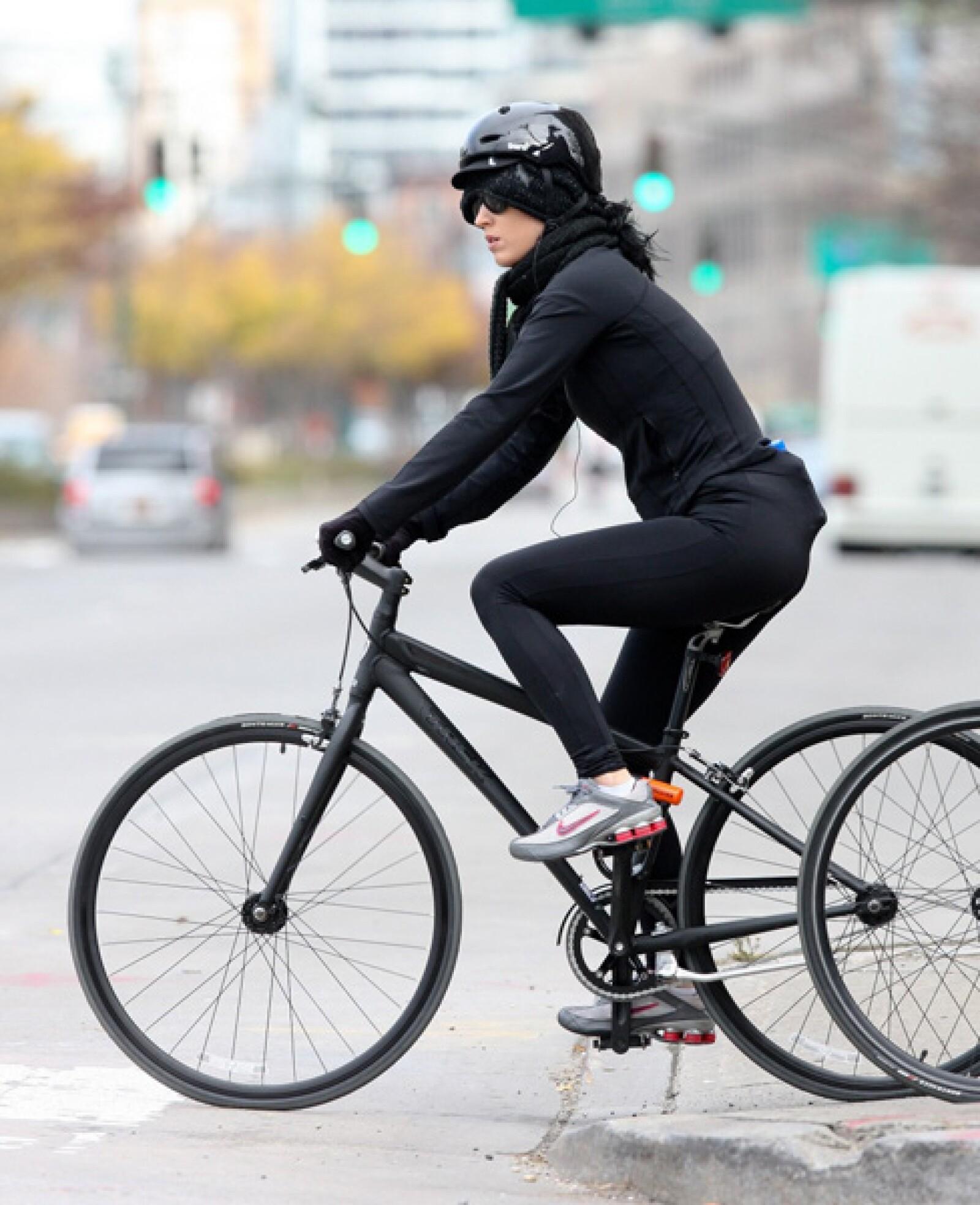 Katy Perry disfrutó de un paseo en bicicleta con una amiga en Nueva York.