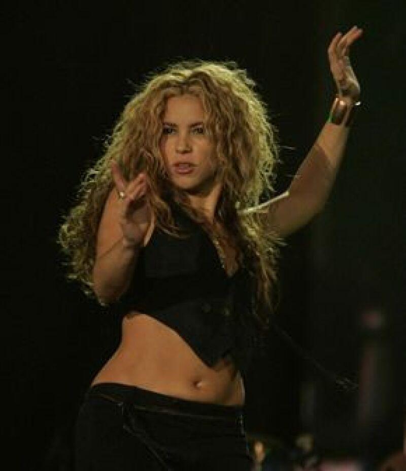 El líder religioso de Egipto, Khaled Al-Gingi, no aprueba los movimientos de la cantante colombiana y la compara con una prostituta.