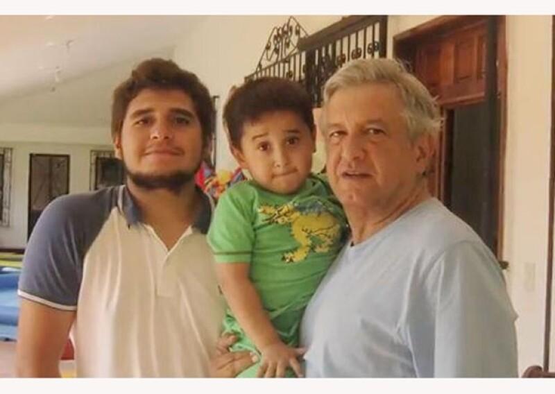 Andrés Manuel López Obrador es un político que disfruta el consejo de sus tres hijos mayores y la compañía del pequeño.