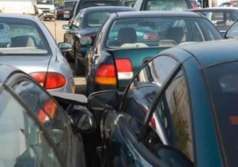 La caída en la venta de autos pegó a las ventas de menudeo y mayoreo. (Foto: Jupiter Images)