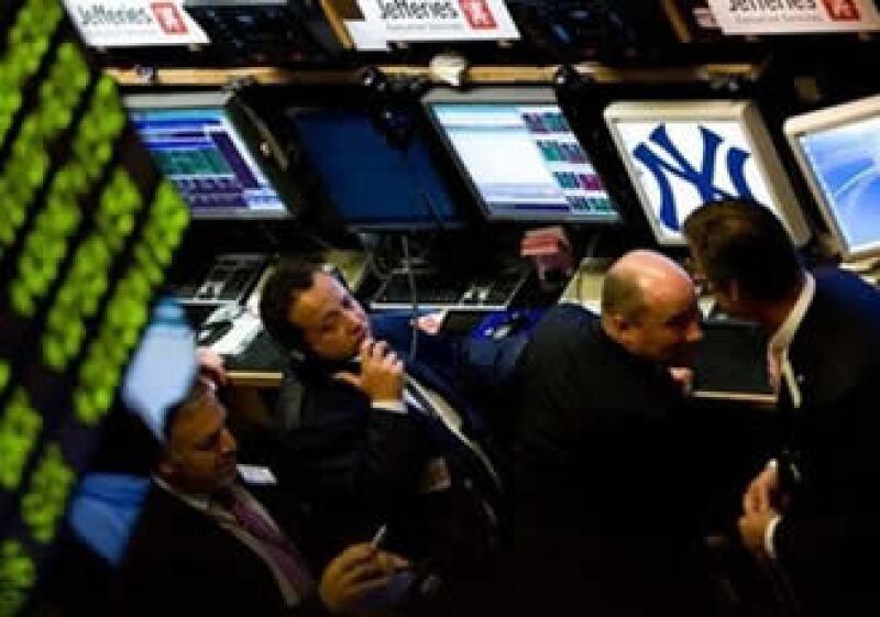 El Gobierno de EU venderá un total de 115,000 millones de dólares en bonos de largo plazo la semana entrante. (Foto: AP)