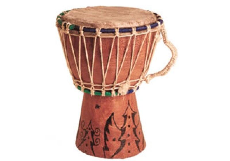 Tocar tambores es una dinámica que promueve la integración en quipo. (Foto: Jupiter Images)