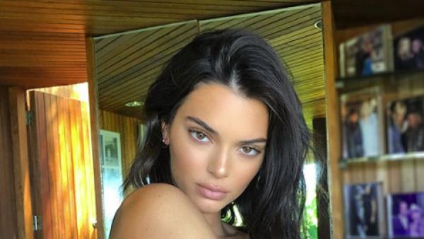 Kendall Jenner modelando