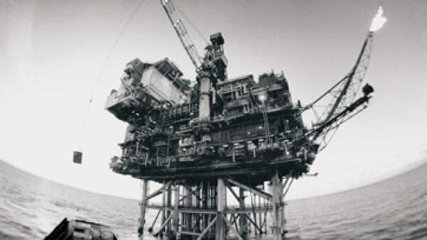 Oro Negro estima en 25,000 mdd anuales lo invertido por Pemex en el sector de servicios. (Foto: Thinkstock)