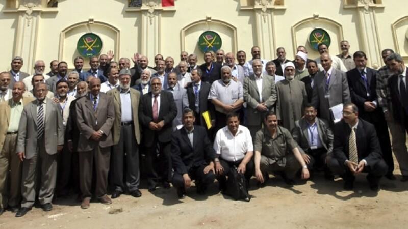 foto de archivo de los hermanos musulmanes en el cairo