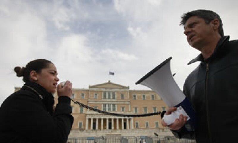 La votación parlamentaria tiene lugar un día después de que S&P degradara la calificación del país. (Foto: Reuters)