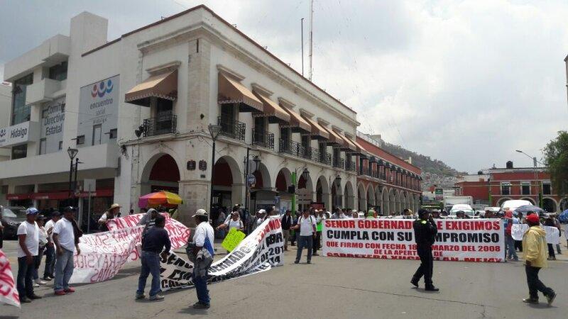 Los habitantes de la comunidad de Xuchitlán le exigen al Gobierno estatal que concluya la obra de la carretera carretera Xuchitlán-Mejay o impedirán la instalación de las casillas electorales el 5 de junio.