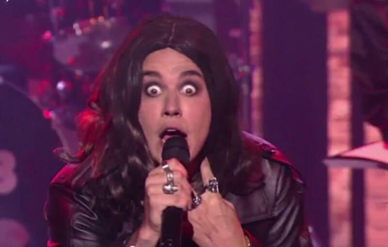 Celebrities como Anne Hathaway, Justin Bieber y The Rock se enfrentan en batalla de lipsynch. Además, el novio de Ariana Grande no está feliz con Bieber y Chris Pratt muy flirty en Jurassic World.