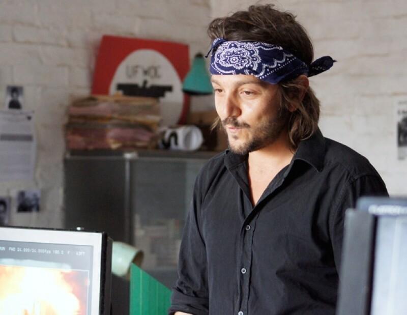 Diego Luna nuevamente en su faceta de director de cine.