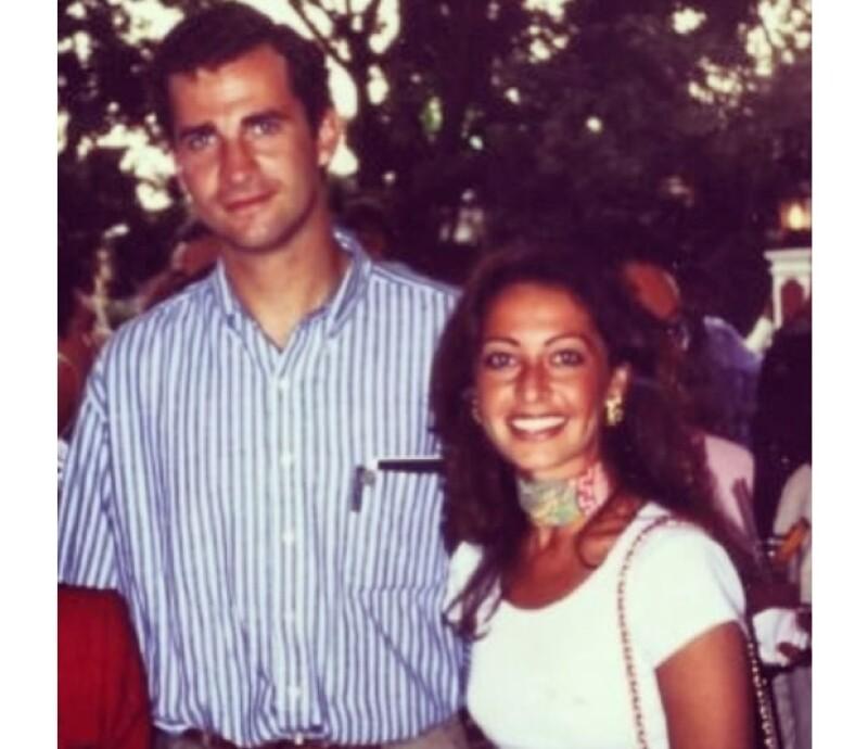 Hoy está a punto de convertirse en rey, pero cuando Felipe era muy joven visitó nuestro país y convivió con Mónica Cortina, que nos platica cómo se portó este `príncipe azul´.