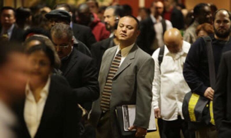 Los analistas esperaban una lectura de 355,000 solicitudes del subsidio.  (Foto: AP)