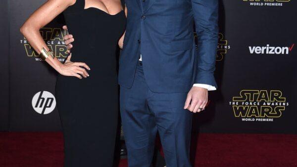 Hot couple! Los recién casados debutaron como marido y mujer durante la red carpet de la premiere de la tan esperada cinta, Star Wars.