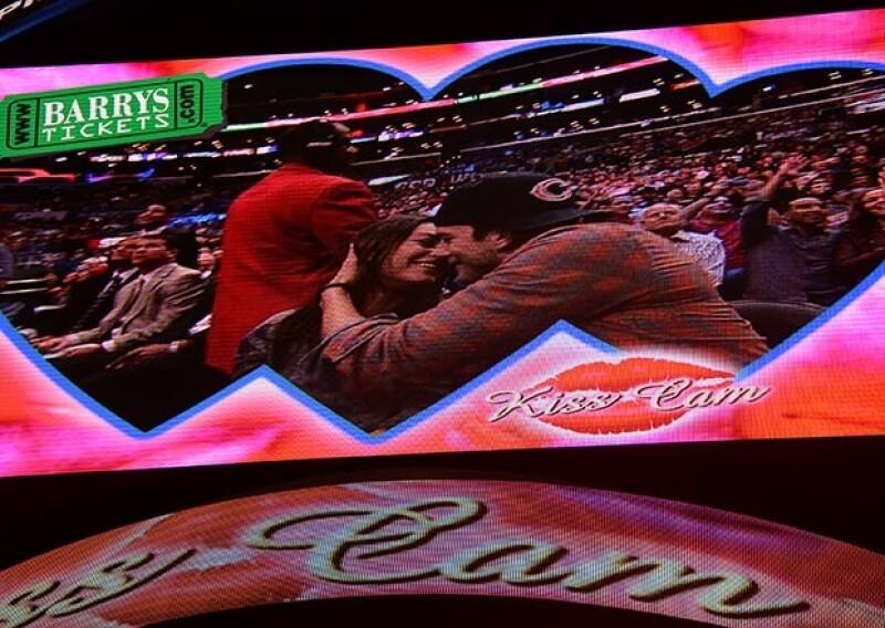 El mismo día que se hiciera pública la noticia del supuesto embarazo, los actores asistieron al partido de los Clippers de Los Ángeles, donde se besaron para la pantalla del estadio.