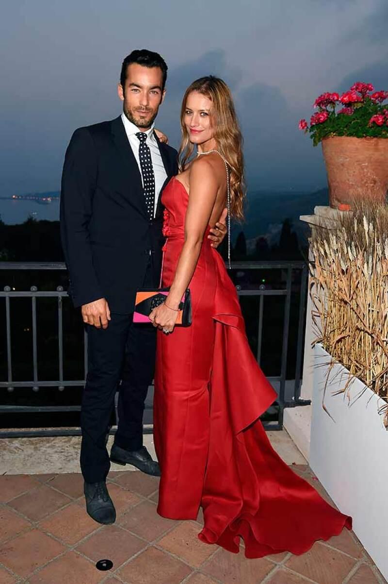 La pareja asistió al evento cinematográfico donde lucieron elegantes outfits, posteriormente los vimos sacar su versión más hot frente a la playa.