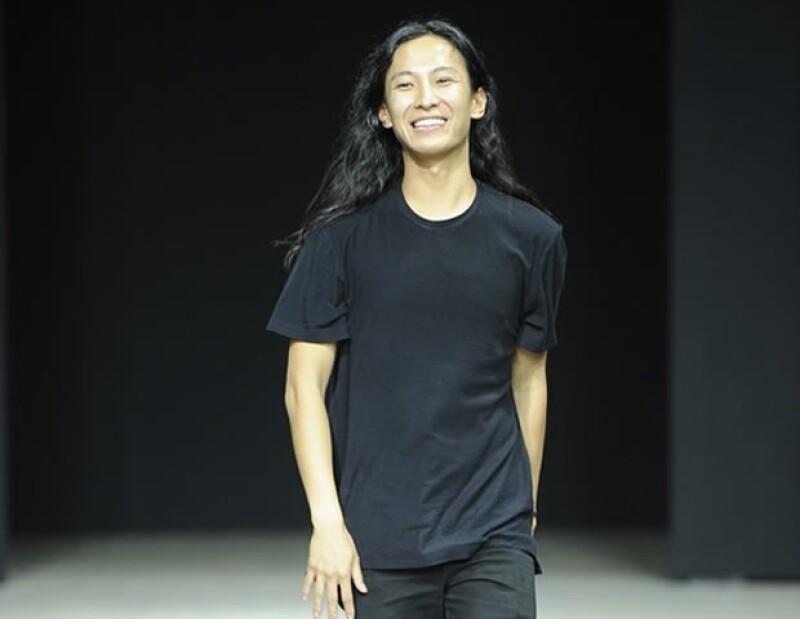 La exitosa colaboración del niño mimado de la moda con H&M es una línea de piezas deportivas, en la que el negro, el gris y el blanco son los protagonistas.