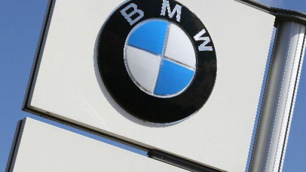 logo de BMW en poste