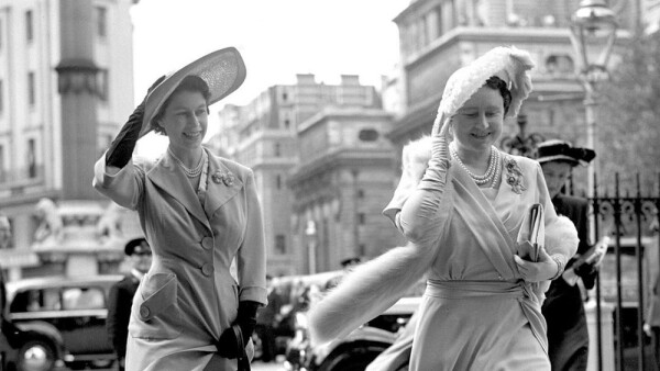 Reina Isabel II y la Reina Madre
