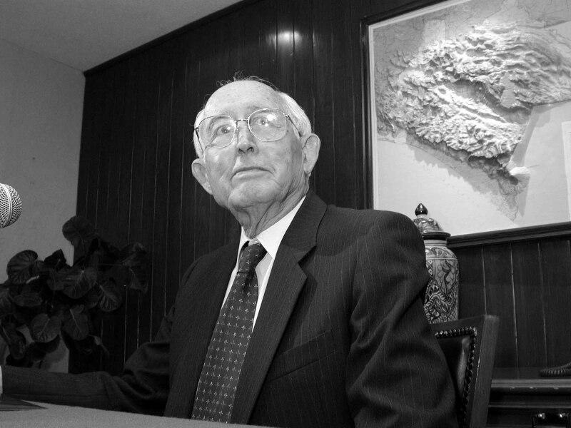 El político mexicano fungió como presidente nacional del PAN de 1987 a 1993.