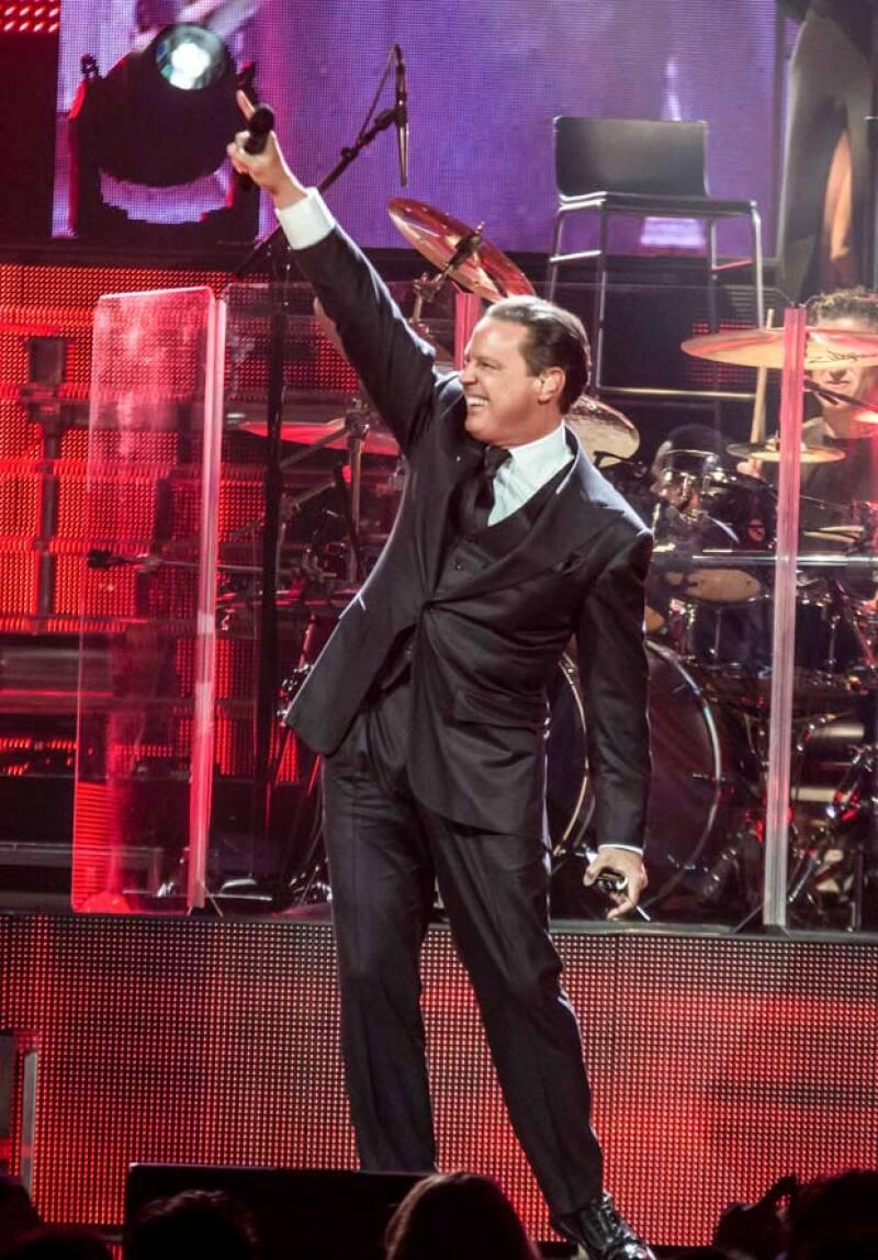Podrán pasar los años pero sin duda ir a un concierto del cantante sigue siendo un `must´ en estas fechas y nosotros te contamos cómo fue el show que dio en el Honda Center de Anaheim, California.