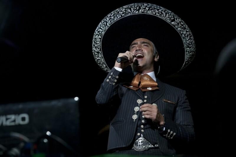 Karla acude a casi todos los conciertos de Alejandro Fernández.