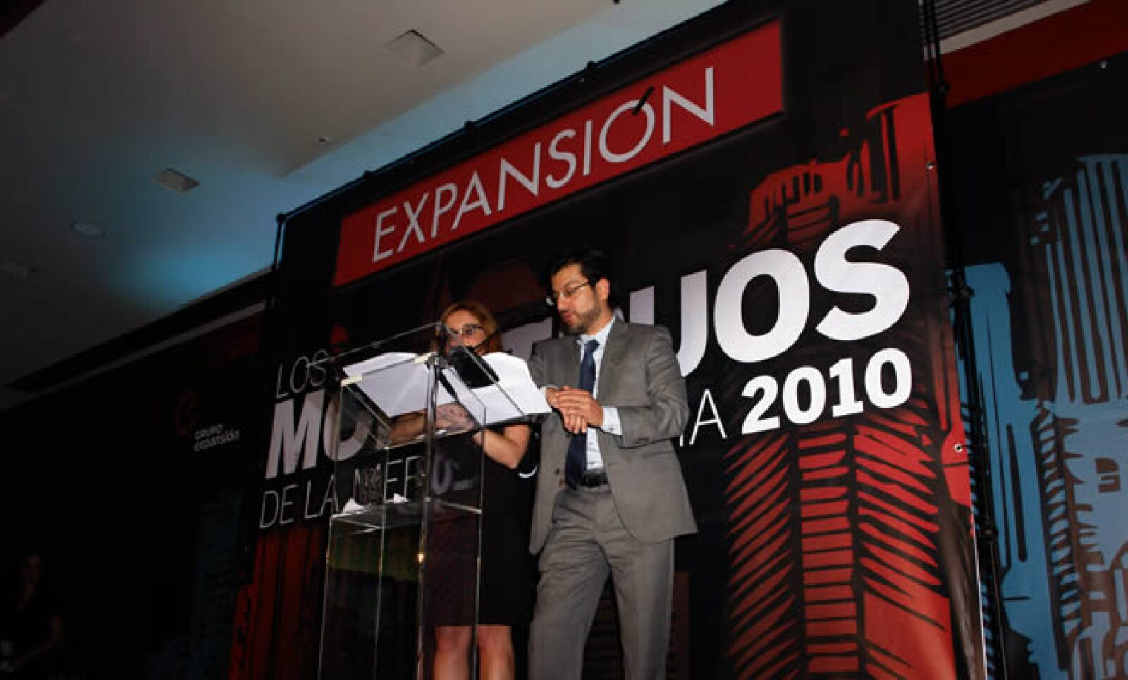 Bárbara Anderson, editora general de la revista Expansión y Adolfo Ortega, editor adjunto de la revista.