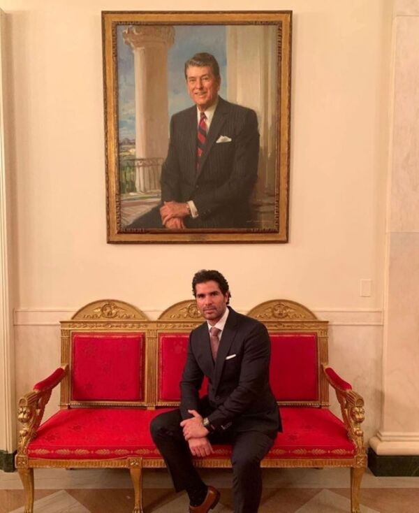 Eduardo Verástegui en la Casa Blanca 2.jpg