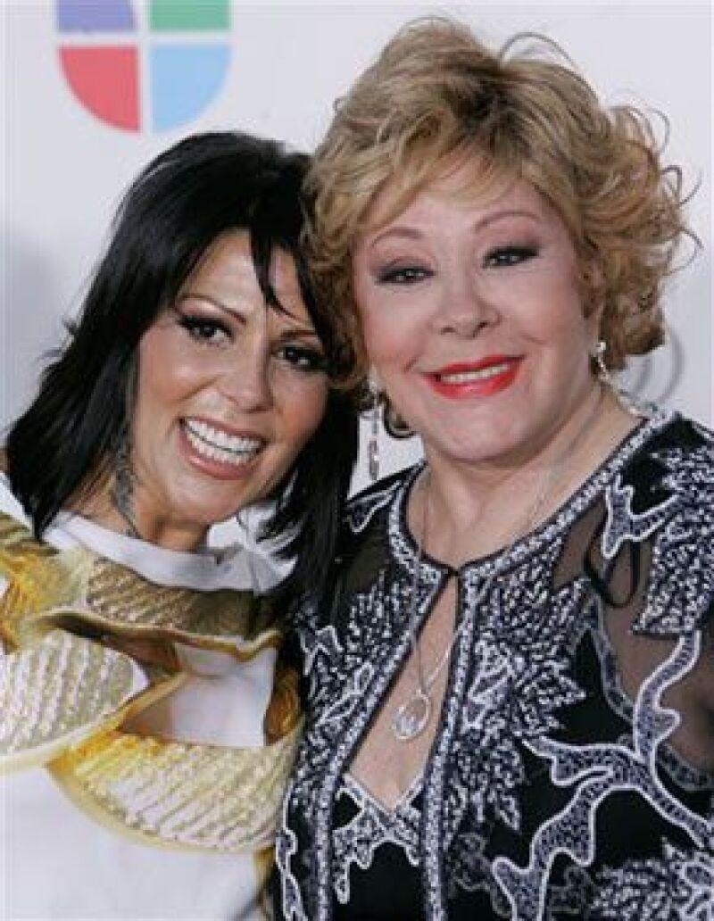 Los galardones especiales de Premios Lo Nuestro se entregaron por la trayectoria de los cantantes mexicanos.