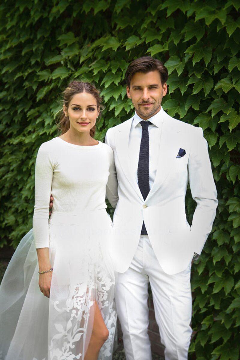 Olivia Palermo eligió a Carolina Herrera para su boda con el fotógrafo Johannes Huebl. No podría haber un momento más Carrie Bradshaw que llevar los ya icónicos Manolo Blahniks al altar.