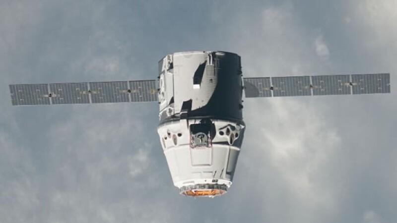 La nave espacial Dragon se dirige a la EEI