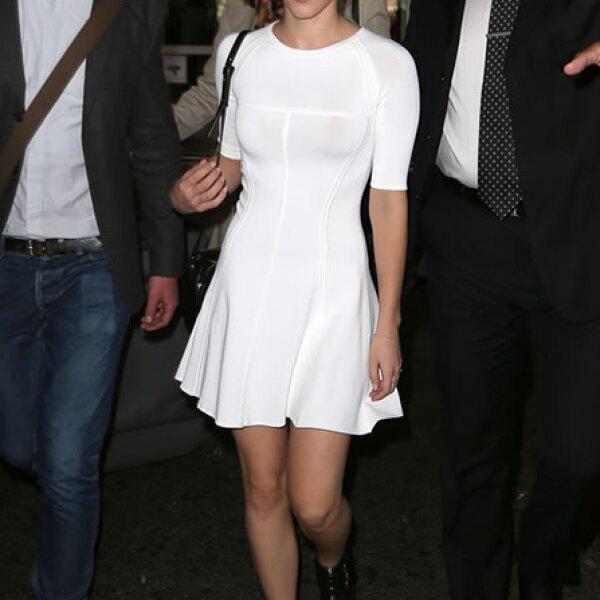 La actriz británica se ve espectacular en un vestido A.L.C. de la colección Primavera 2013.