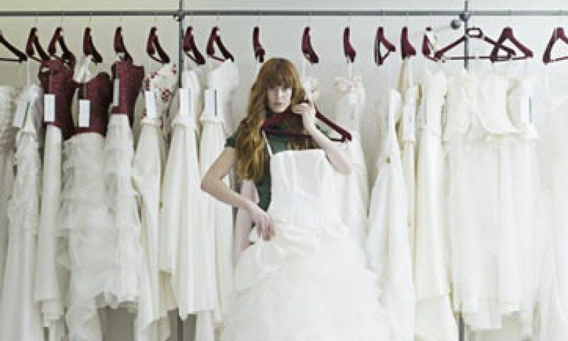 Las novias pagan por servicios como elaborar un discurso o tener compañía de la asesora en el altar. (Foto: Especial)