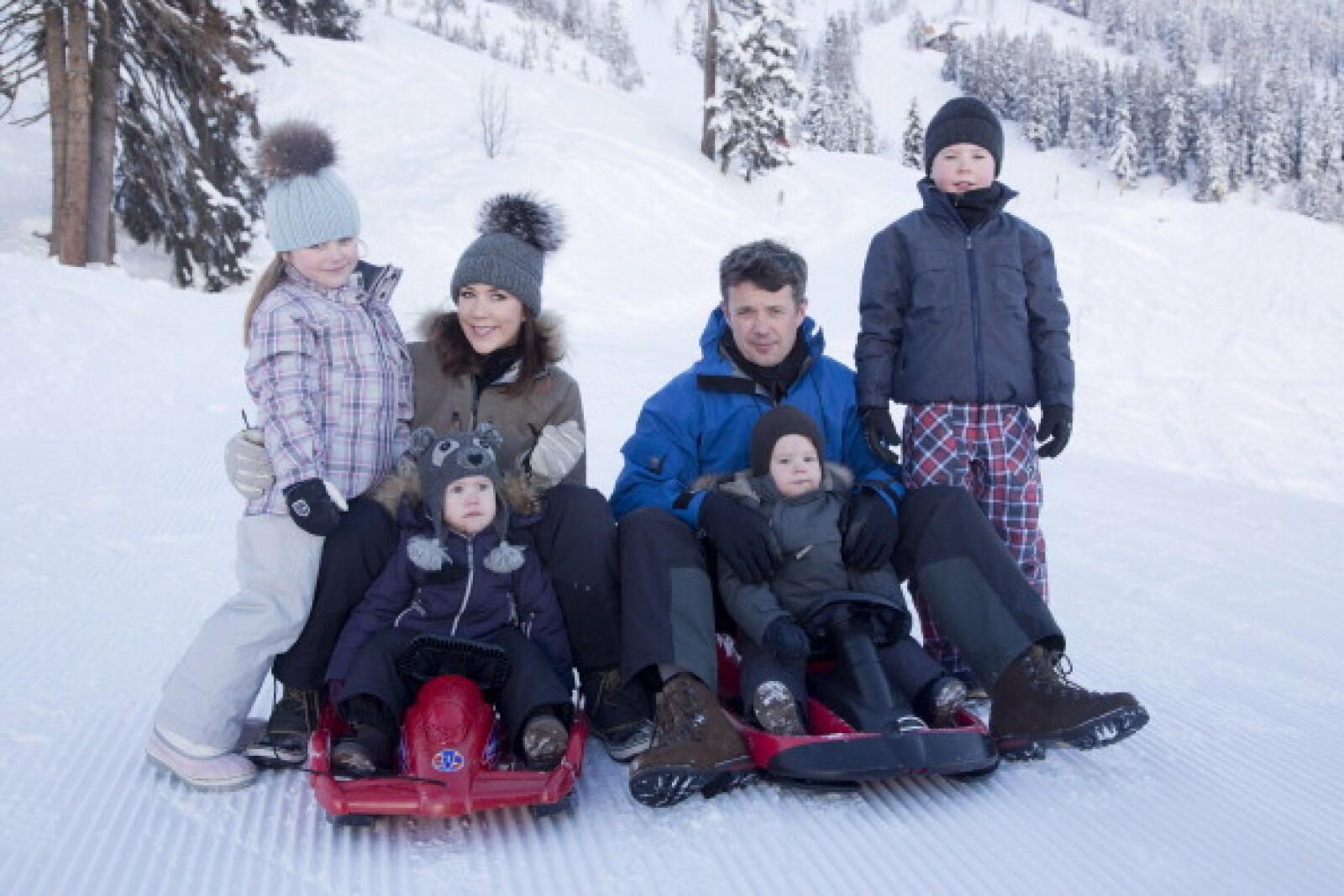 Federico de Dinamarca y su esposa junto a sus 4 hijos.