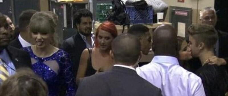 Taylor hizo una mueca graciosa al ver el beso que le dio Selena a Justin.