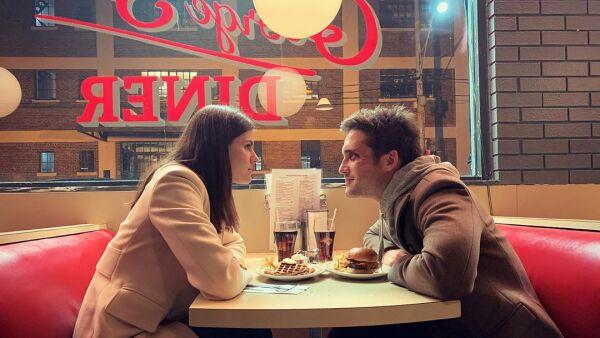 Diego Boneta y Alexandra Daddario