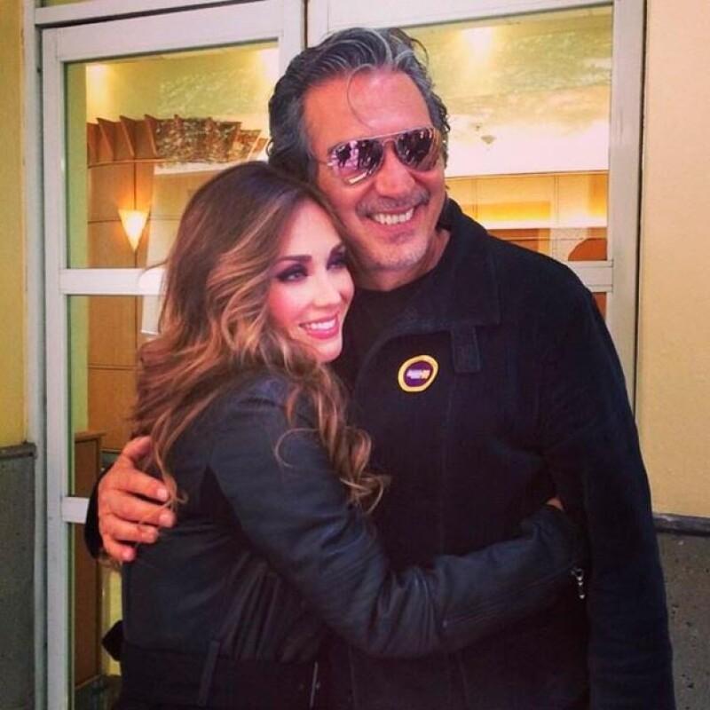 La cantante y actriz volvió a los foros de Televisa San Ángel para preparar su participación en el Teletón y, en su visita, se reencontró con amigos como Pedro Damián.
