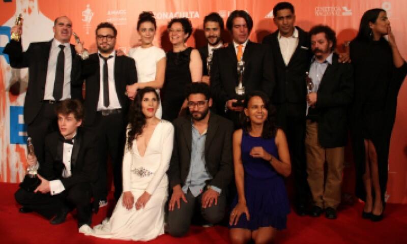 El elenco y equipo de 'Güeros' celebra una noche llena de premiaciones. (Foto: Cuartoscuro)