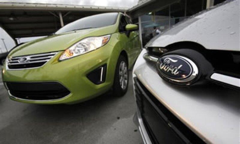 Las ventas de Ford fueron impulsadas por la comercialización de autos pequeños. (Foto: AP)