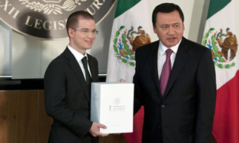 El secretario Osorio Chong entregó este domingo al Congreso el Primer Informe de Gobierno del presidente Peña Nieto. (Foto: Cuartoscuro)