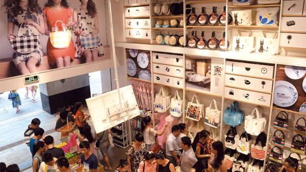 Abren 93 tiendas al mes