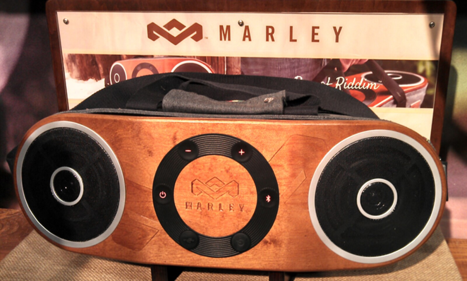 La compañía del hijo de Bob Marley estuvo presente en la feria para presentar sus novedades en materia acústica, como esta docking station que además trae una correa para transportarla.