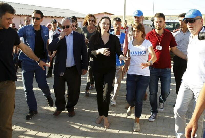 La esposa de Brad Pitt fue enviada por la ACNUR para llamar la atención hacia los milones de refugiados que, a causa de la guerra en Siria, han tenido que desplazarse forzosamente a Turquía.
