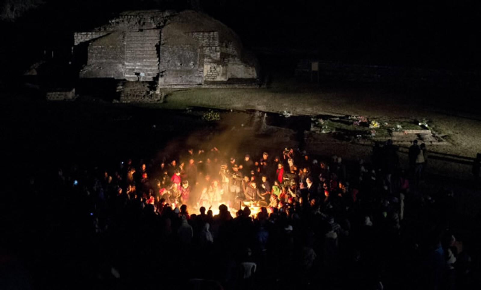 Los guatemaltecos no festejaron el fin del mundo, sino el fin del calendario maya en una ceremonia para recordar a sus ancestros.